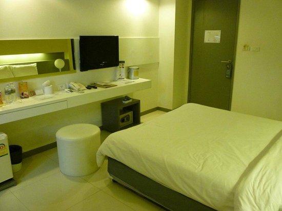 Myhotel Cmyk@Ratchada: 室内まこのクラスのホテルとしては結構清潔。