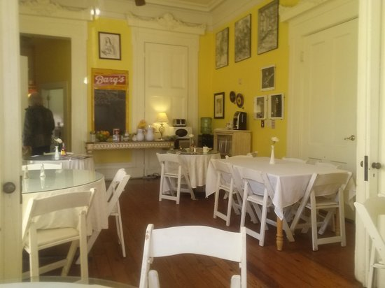 Creole Gardens Guesthouse Bed & Breakfast: Breakfast Room