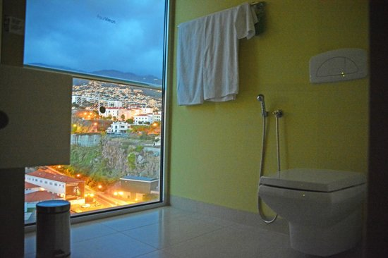 Four Views Baia : Toilets with views of the mountains
