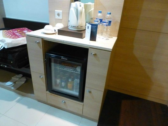 Novotel Manado Golf Resort & Convention Centre: fridge
