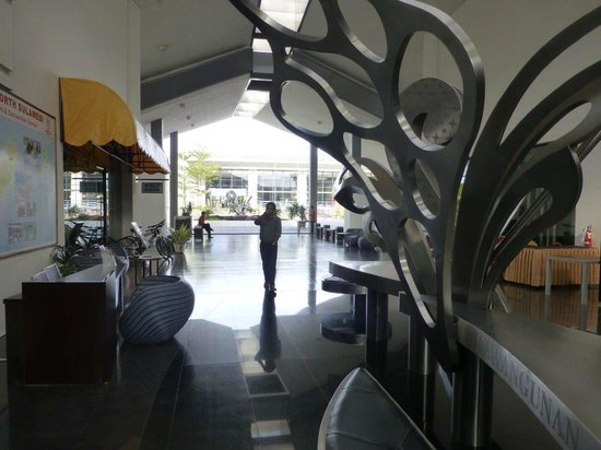 Novotel Manado Golf Resort & Convention Centre: stylish lobby