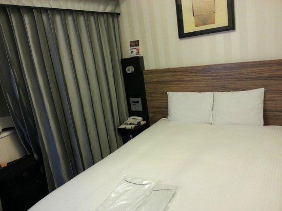 Hotel Villa Fontaine Nihombashi Hakozaki: Double Bed, Small Room