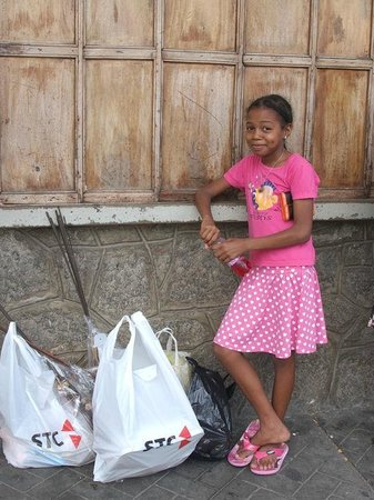 Le Domaine de L'Orangeraie: A beautiful young girl in Mahe' helping Mum and Sister with shopping