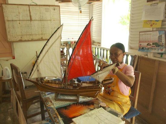 Le Domaine de L'Orangeraie Resort and Spa: Ladies at the Mahe' Craft Centre making the most stunning ship models
