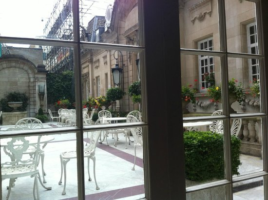 The Chesterfield Mayfair: Patio off of breakfast area