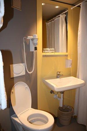 Hotel Goldener Schlussel: Ванная комната