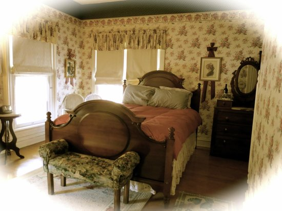 Carriage House Bed and Breakfast: Deb's Room