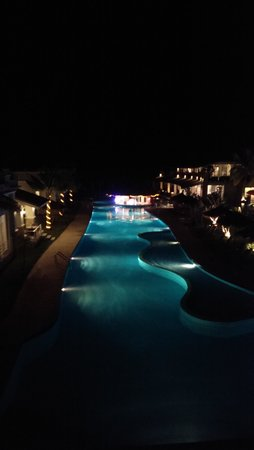 Oriental Beach Pearl Resort: Вид на бар.