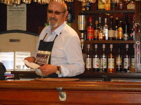 SY La Terrasse : le barman!