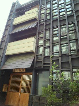 Tokyo Ryokan: オサレな外観