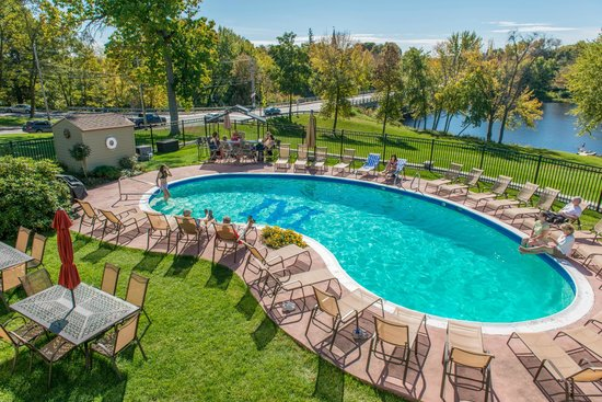 University Inn Academic Suites: Outdoor heated pool