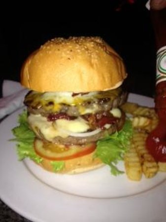 Pogo Beach Bar & Grill: Pigout double delux