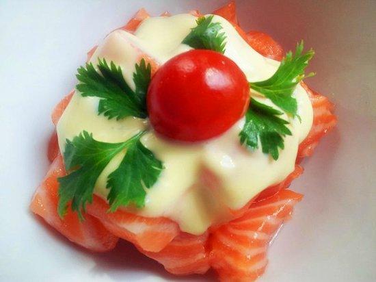 Magokoro: 三文鱼加烤面包