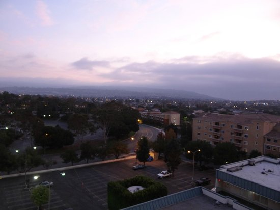 Doubletree by Hilton Torrance - South Bay: Morning 5 am