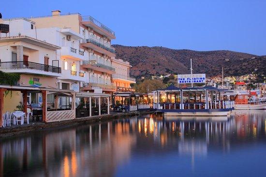 Hotel Aristea: Отель Аристеа на рассвете.