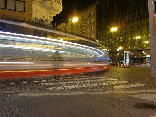 Design Metropol Hotel Prague: Nära till spårvagn och tunnelbana