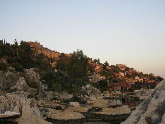 Castle of Simena: От моря на деревню