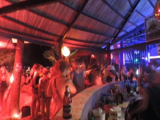Pogo Beach Bar & Grill: PoGo Bar