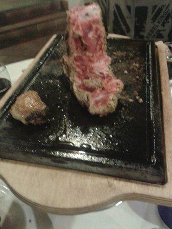 Tenuta dell'Argento Resort: Resti di carne sulla griglia a tavola