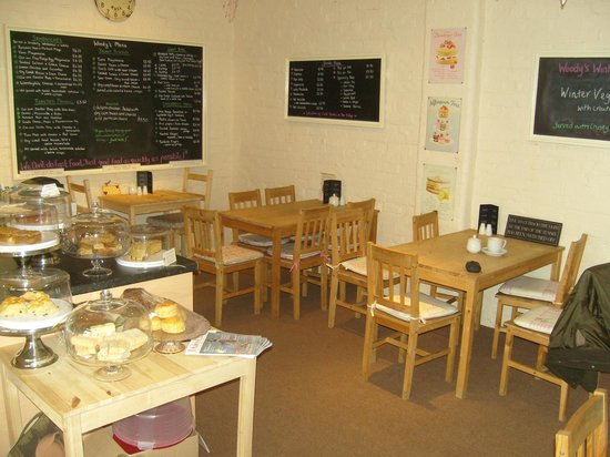 West Woods Country Store Tearoom: Seating area