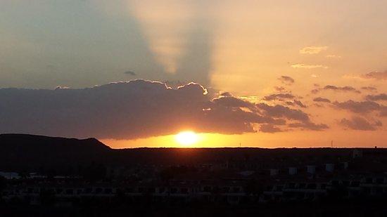 Apartamentos Gema Aguamarina Golf: Beatiful sunset from our balcony