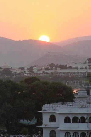 Hotel Aashiya Haveli: view from the roof terrace at sunset