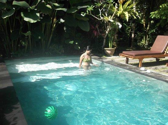 Villa Ibu: Girflriend/fiancé relaxing before breakfast