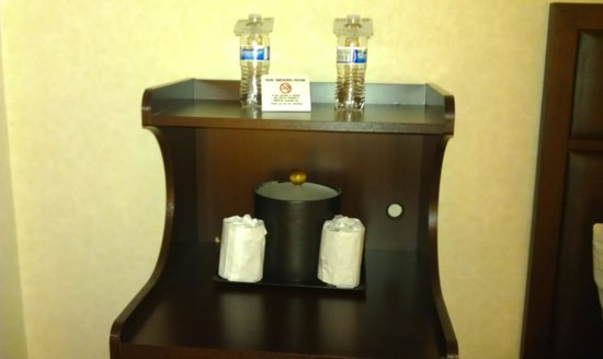 Best Western Plus Grosvenor Airport Hotel: Waters are not complimentary