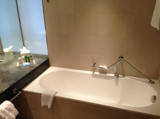 Hilton Manchester Deansgate : Separate bath in some rooms