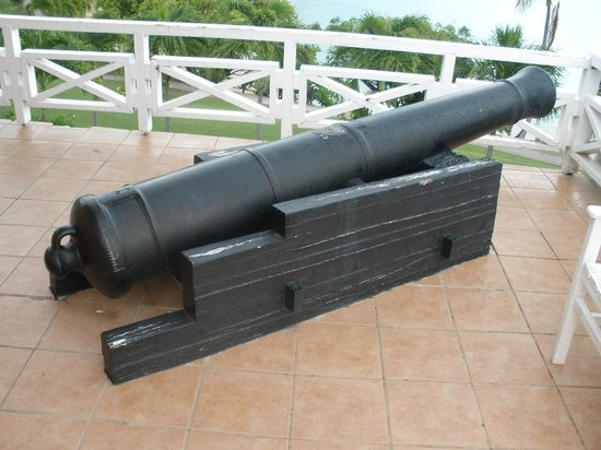 Hawksbill by Rex Resorts: Cannon that was found when the Bar was built