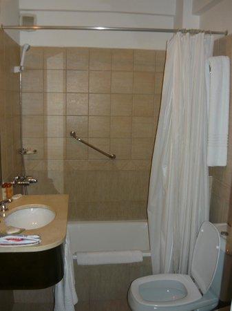 Duomi Plaza Hotel: BANHEIRO
