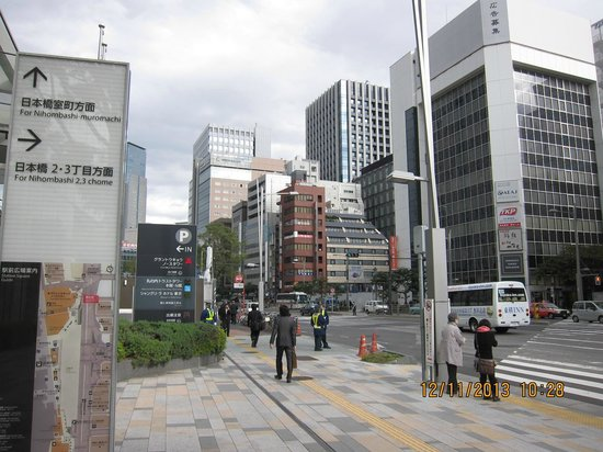 Hotel Ryumeikan Tokyo: The hotel from Tokyo Station (East Side)