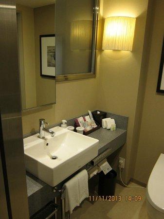 Hotel Ryumeikan Tokyo: A decently sized bathroom