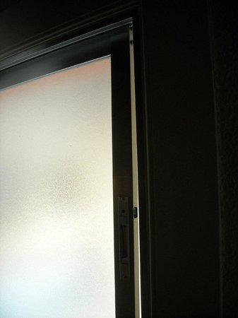 Hotel Regina : Ventanas sin ningún tipo de aislaminento