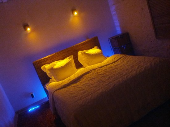 OldHouse Apartments: Special lights in rooms