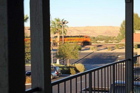 BEST WESTERN Desert Villa Inn: Burlington Northern Santa Fe Railroad
