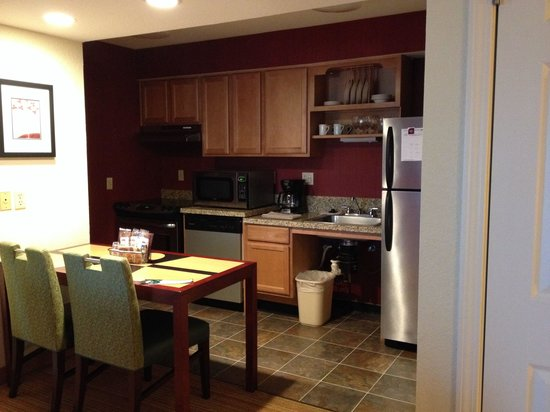Residence Inn San Jose Campbell: Kitchen area- has a free range oven!