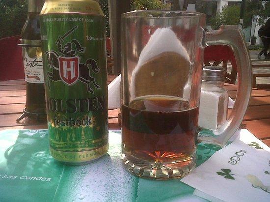 Flannery's Irish Geo Pub: Cervecita en la vereda