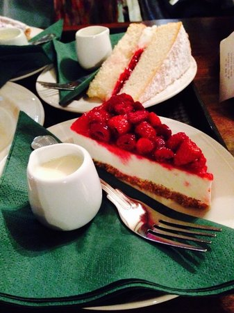 Hobsons Patisseries: Victoria Spongecake and Raspberry Cheesecake