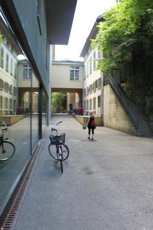 CentrePasquArt : Hinter dem Foyer, espace libre und Treppe zu Filmpodium