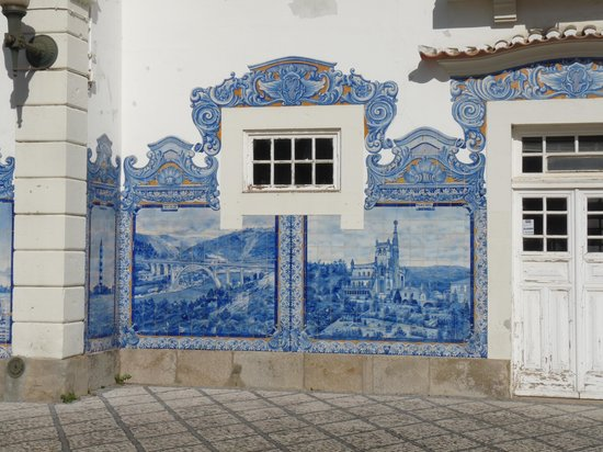 Aveiro Railway Station: Azzulejos en détails