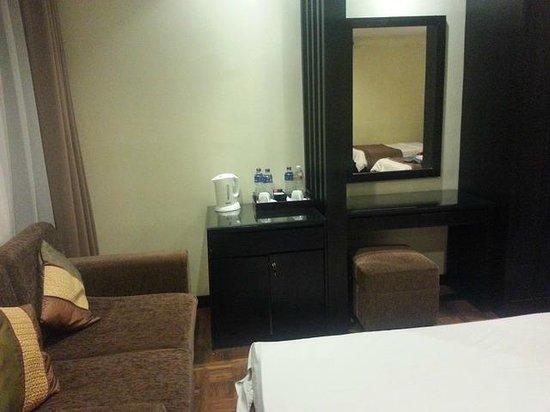 Puteri Gunung Hotel: The Room