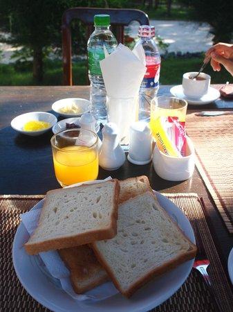 Yun Myo Thu Hotel: Breakfast Toast