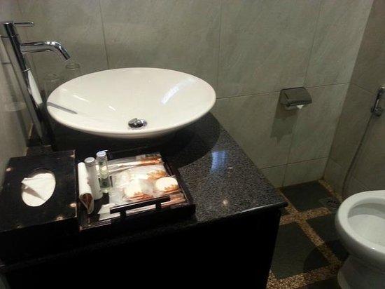 Puteri Gunung Hotel: Bath