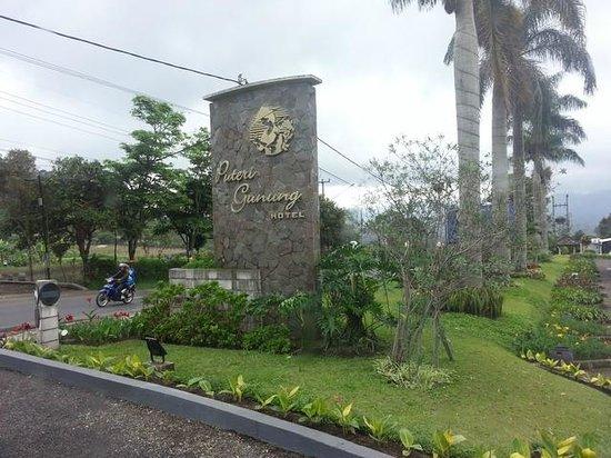 Puteri Gunung Hotel: Entrance