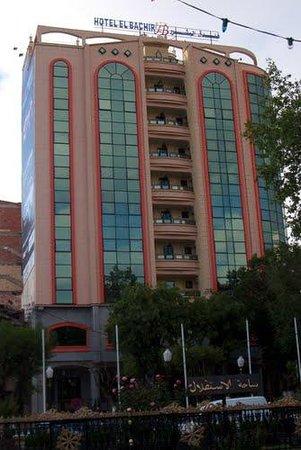 El Bachir: façade de l'hôtel