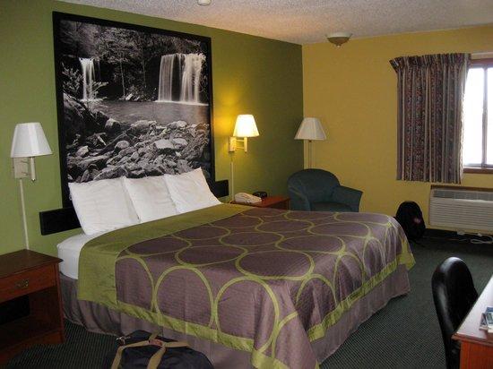 Super 8 Van Buren/Ft. Smith Area: King bed room