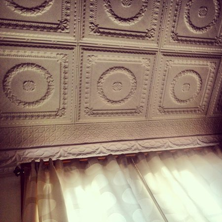 Angeline's Inn: Stunning treated tin ceiling