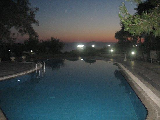 Crystal Sunrise Queen Luxury Resort & SPA: Hizmet dışı havuz