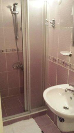Rain Apart: room n°401